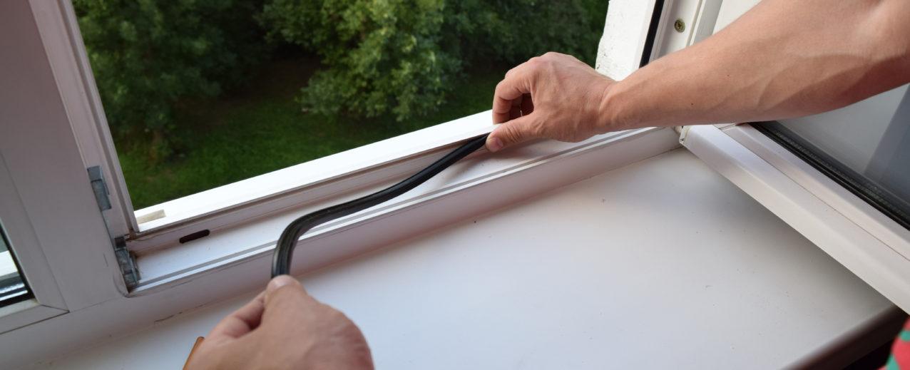 Фото замены уплотнителя на пластиковом окне ПВХ